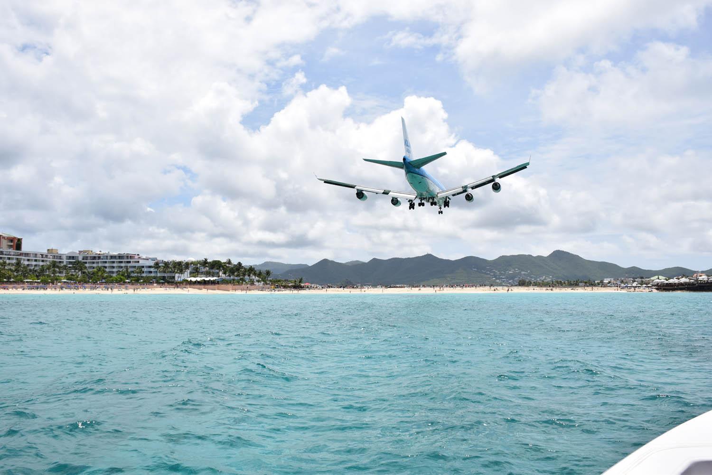 Avião gigaaaante da KLM aterrizando em St. Martin (Maho Beach)