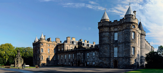 Palácio de Holyroodhouse, em Edimburgo | foto: stu smith para Flickr (CC)