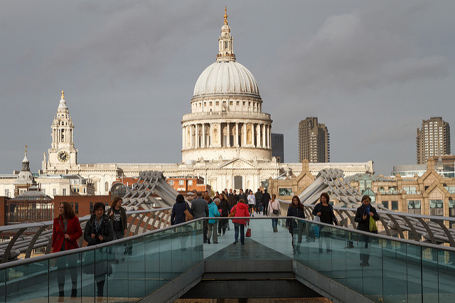 St. Paul's Cathedral vista da Millenium Bridge | foto: photo (Flickr CC)