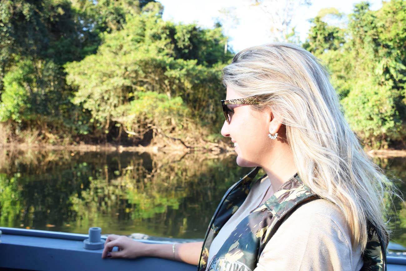 No barco no Rio Cristalino, a caminho do lodge