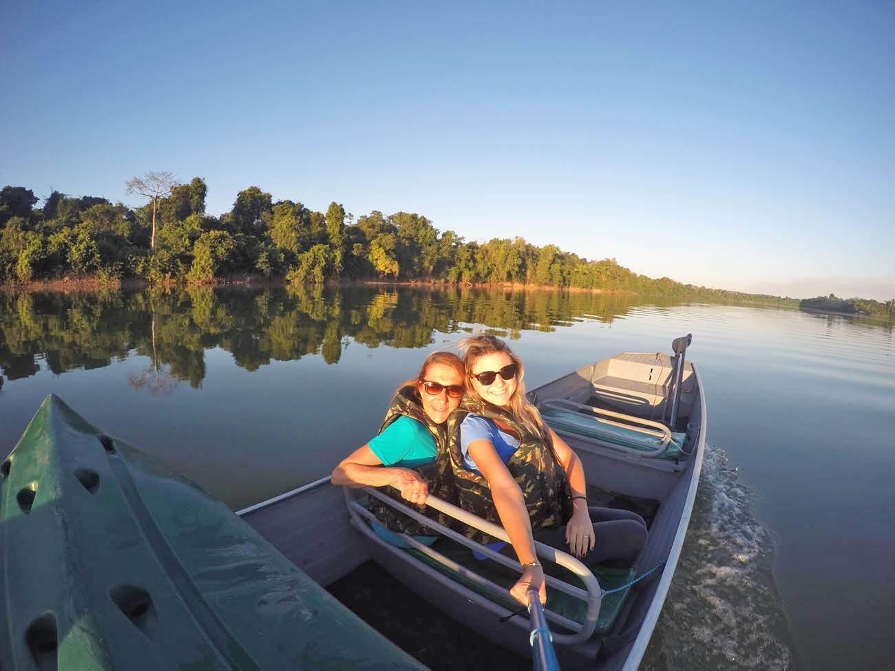 Voltando para o lodge depois do pôr do sol maravilhoso na Amazônia
