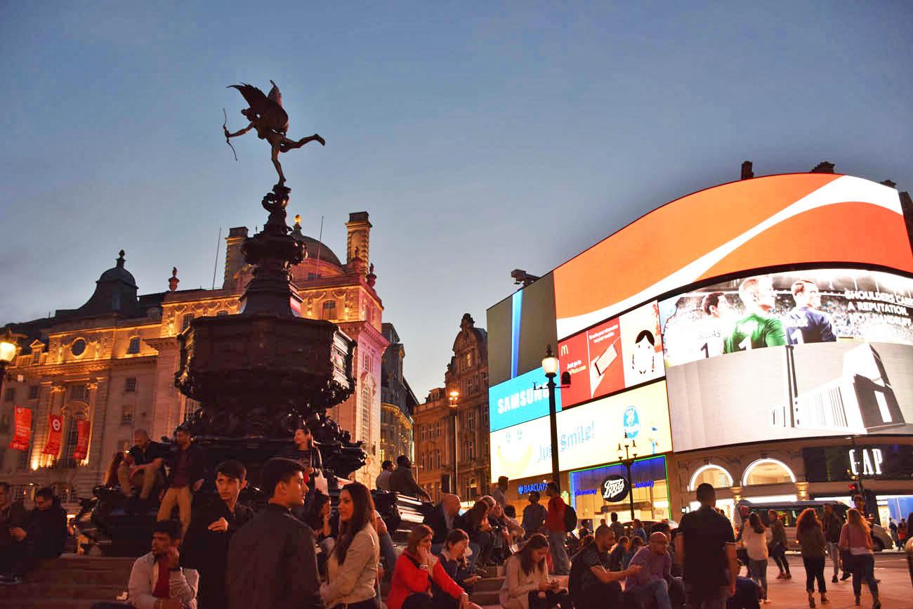 Telões da Piccadilly Circus, em Londres