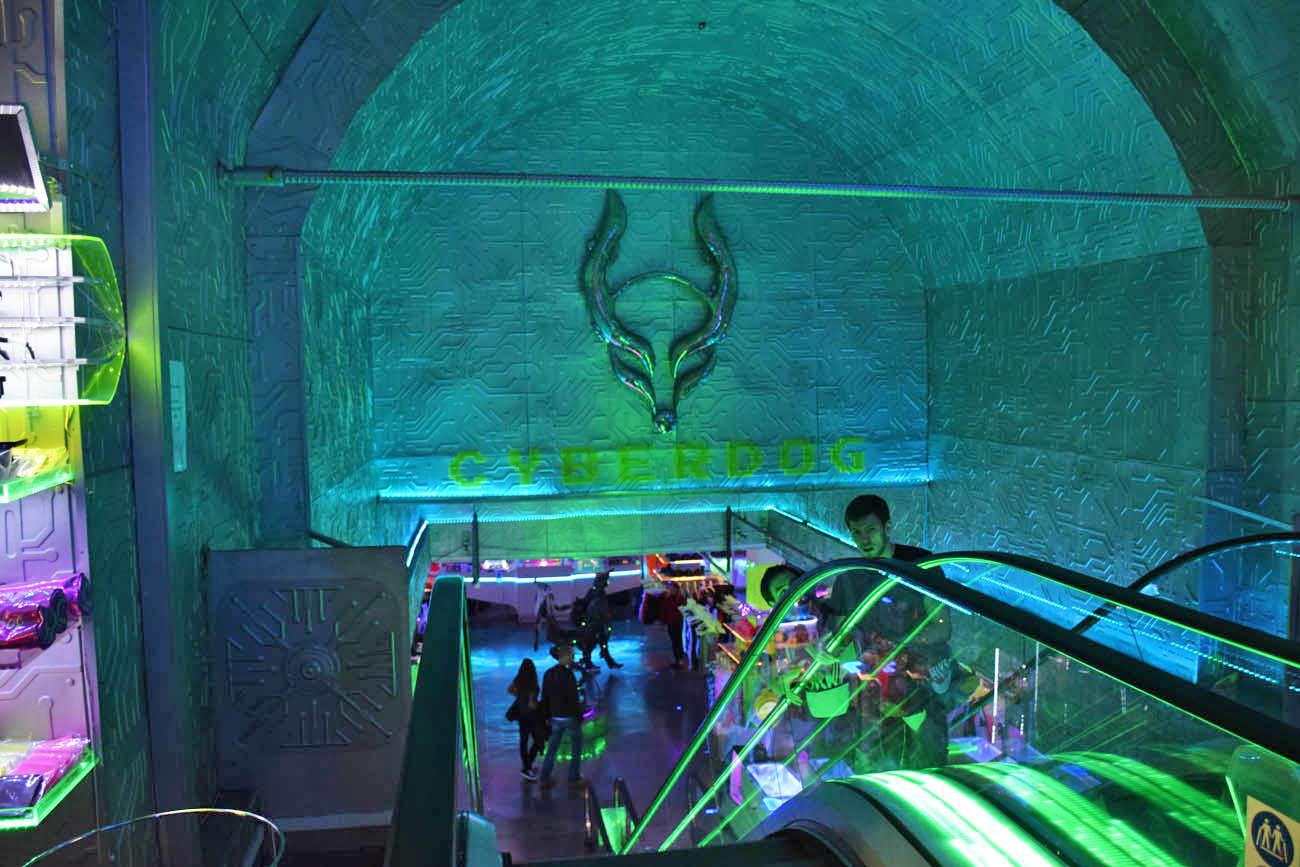 Loja mais louca que já vi: Cyberdog, em Camden Town, Londres