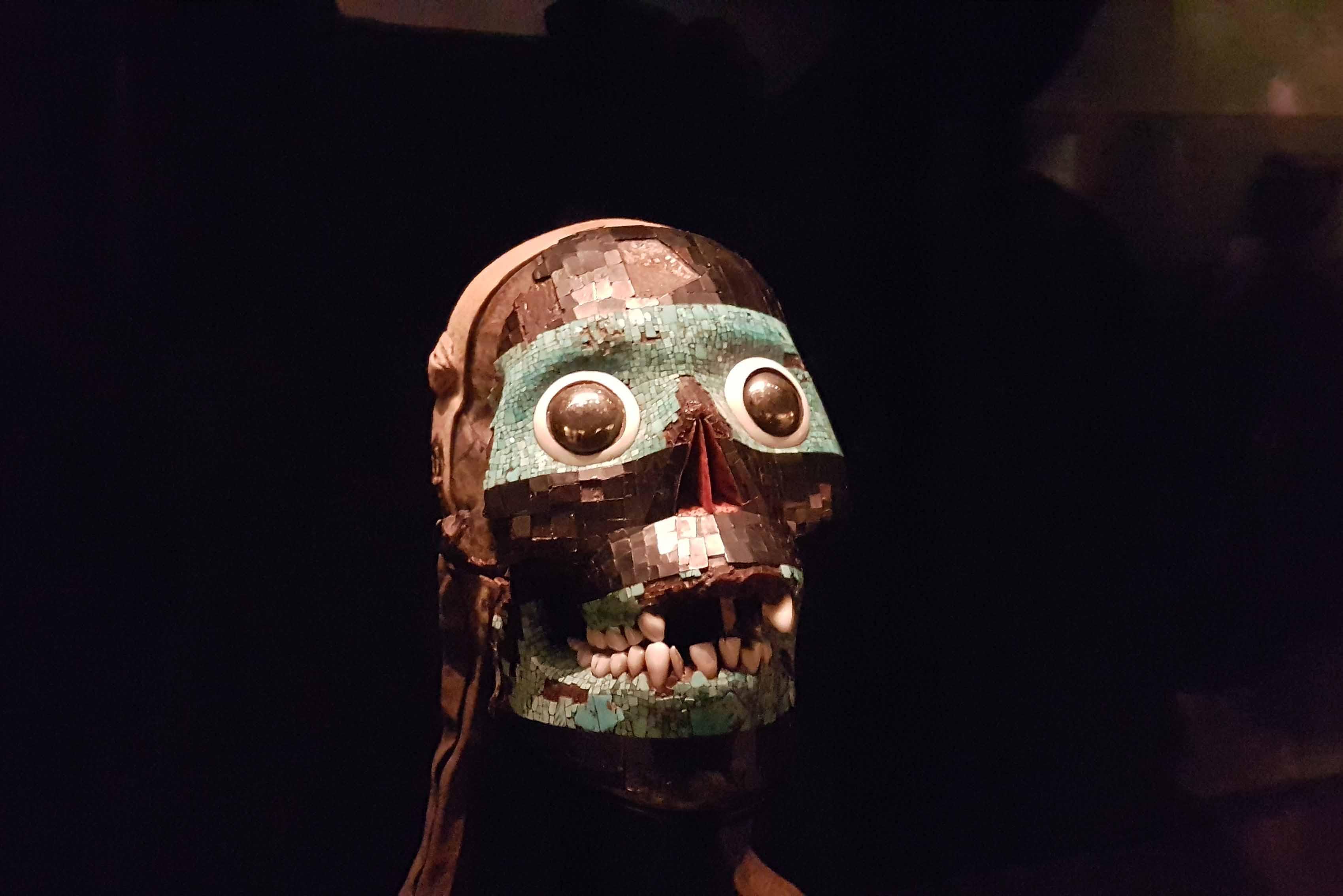 Máscara em um crânio - Ala de arte mexicana/asteca - British Museum - Londres