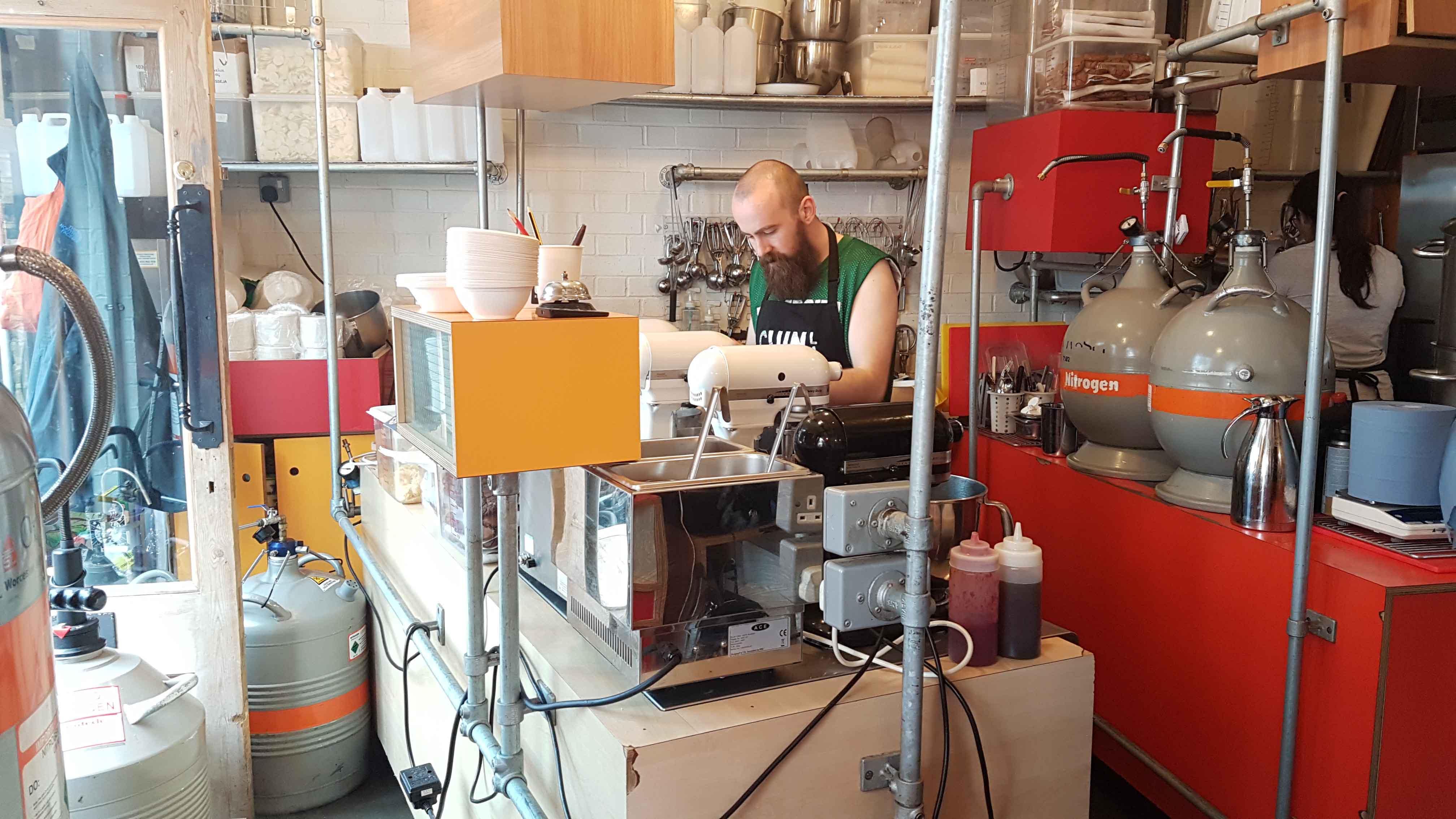 Chin Chin Lab - sorveteria de nitrogênio líquido