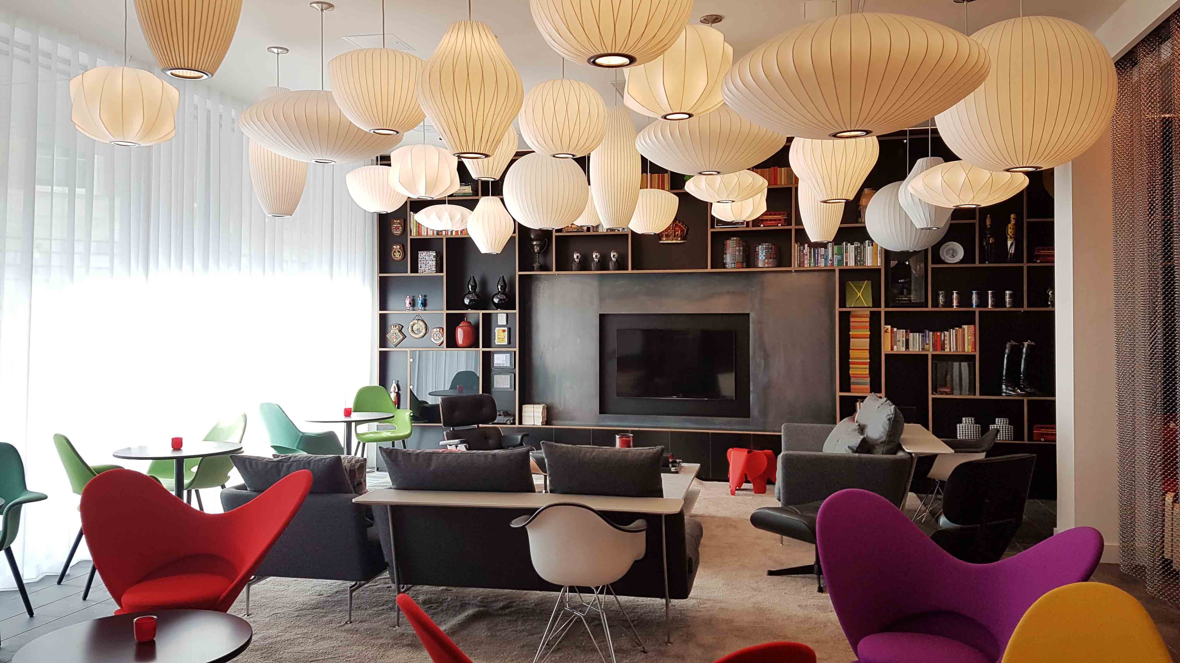 Interior do recém inaugurado Hotel CitizenM Tower of London