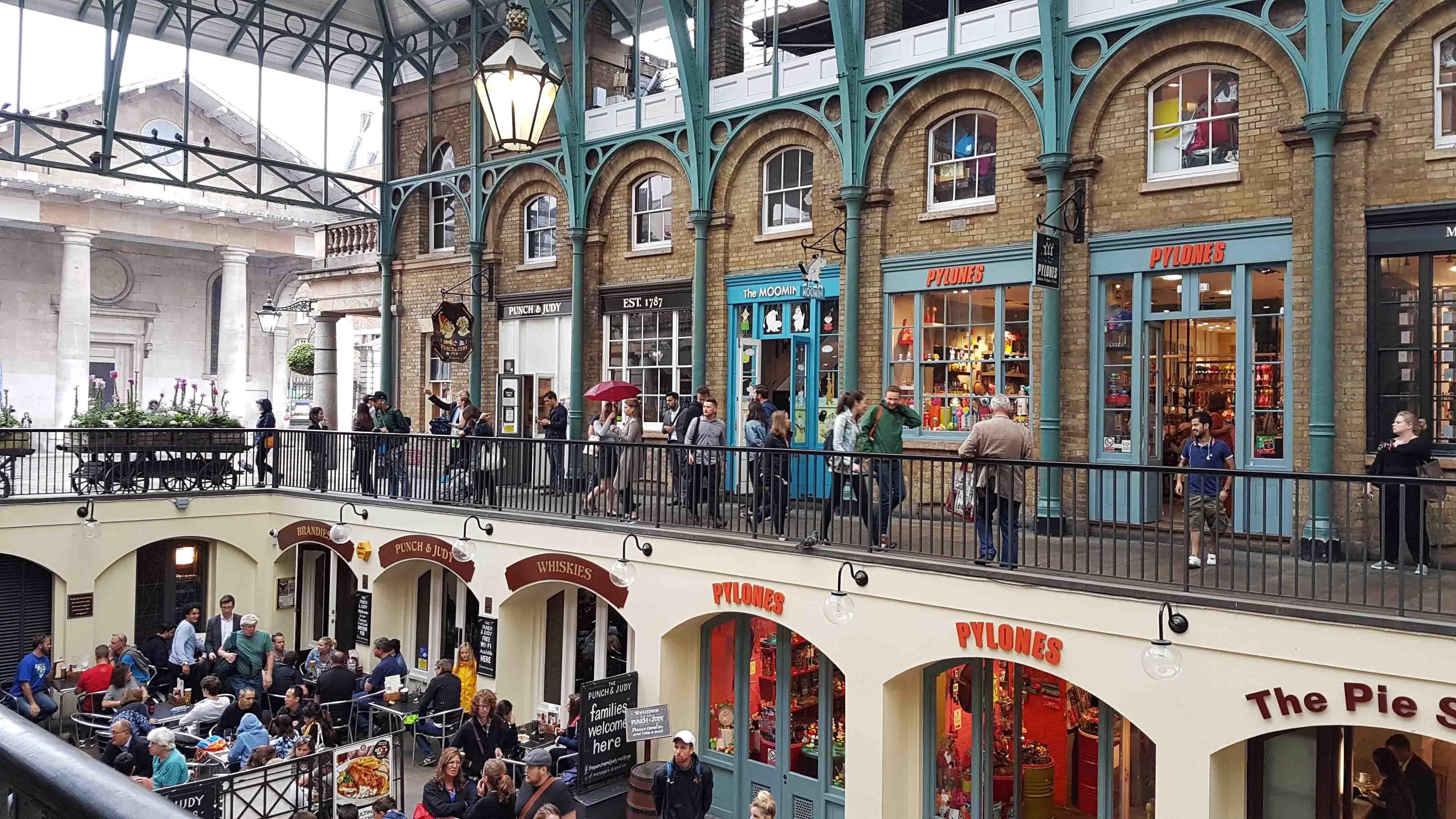 Olha que delícia de lugar! Interior da Covent Garden Piazza, Londres