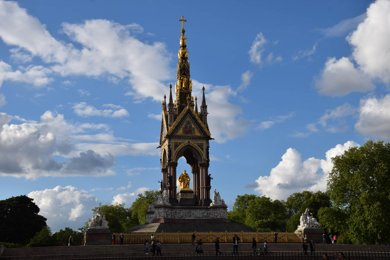 Albert Memorial no Kensignton Gardens, ao lado do Hyde Park