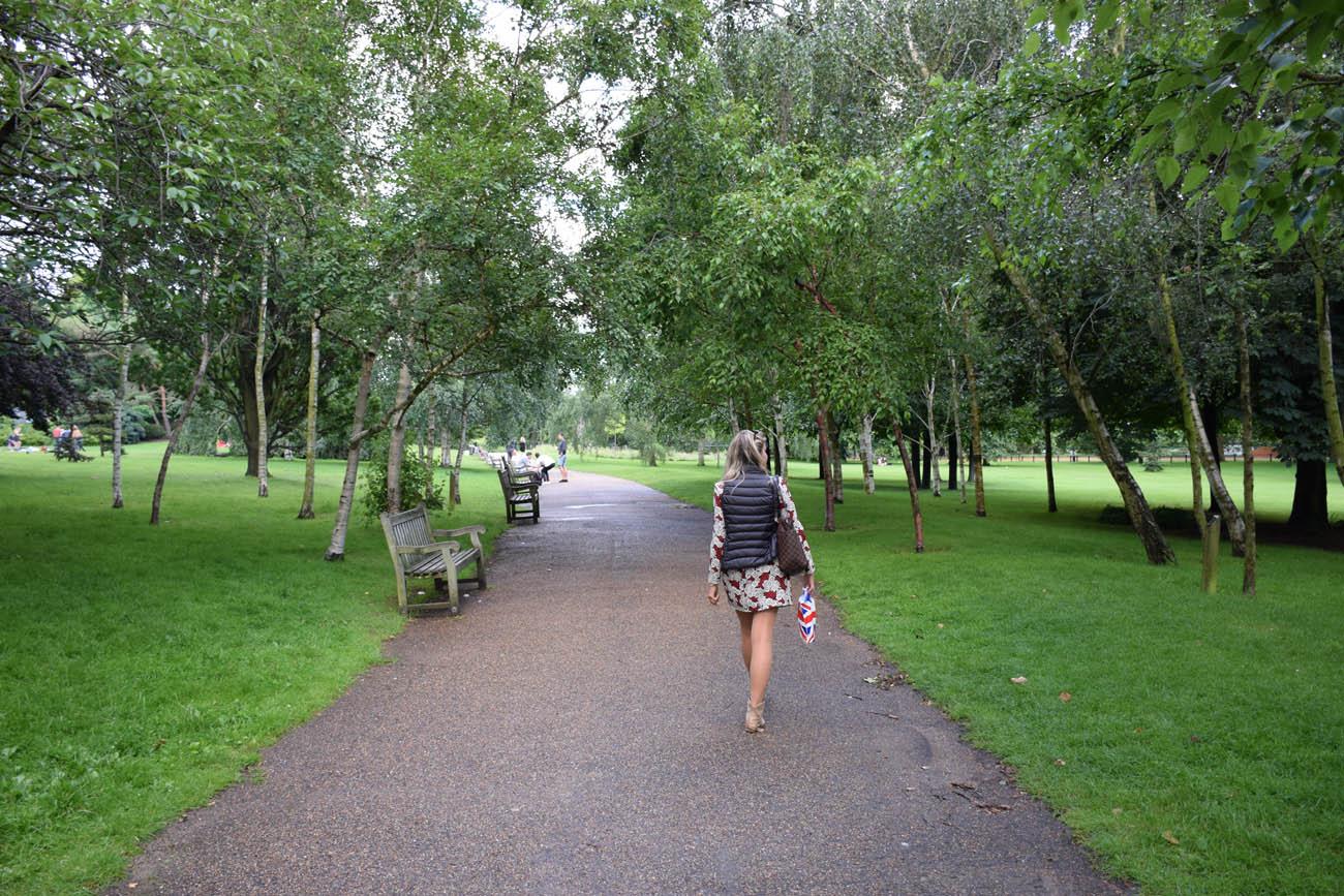 Caminhando pelo Hyde Park, em Londres