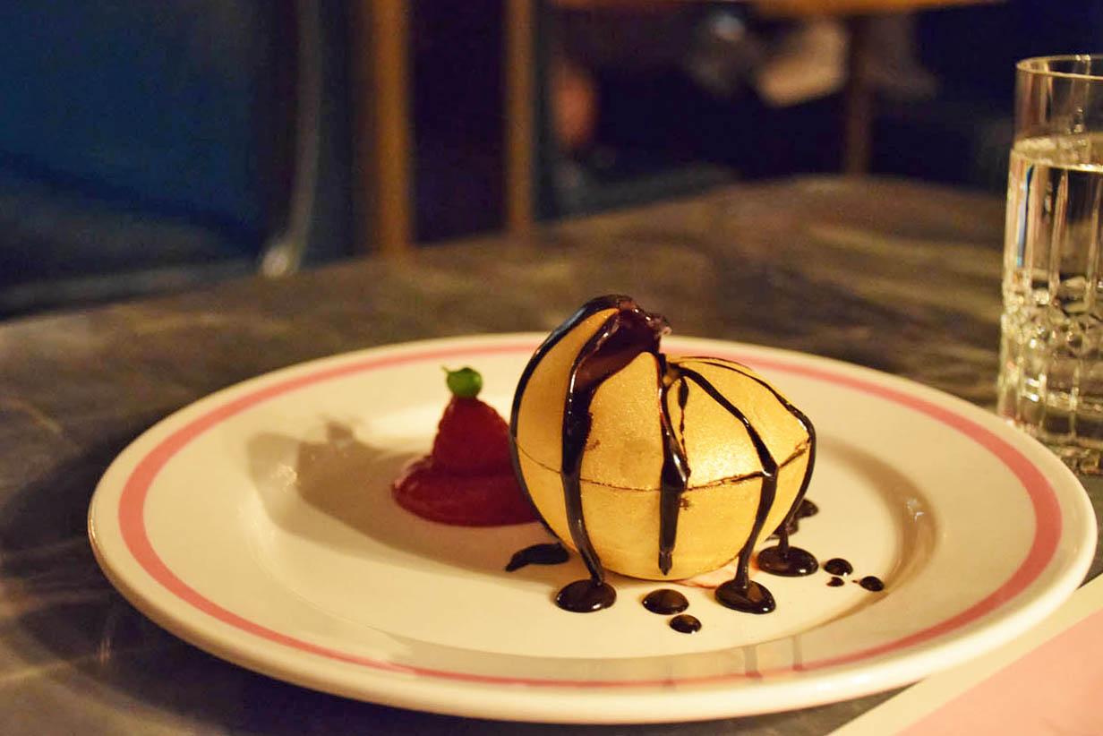 Sobremesa Chocolate Glory, já destruída para ser atacada! | Restaurante Bob Bob Ricard - Londres