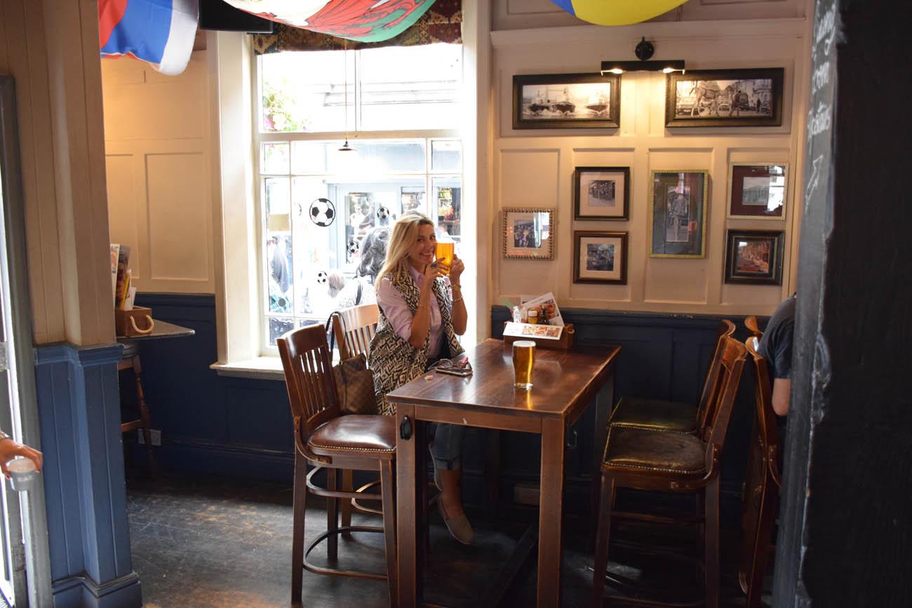 Cervejinha no pub inglês
