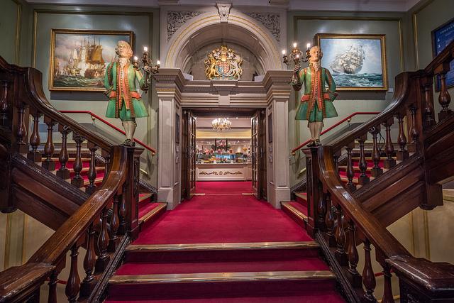 Escadarias no interior da Fortnum & Mason | foto: Merlijn Hoek (Flickr CC)