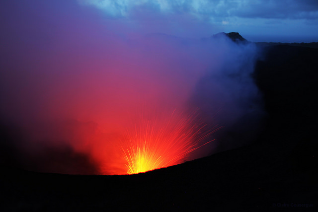 Vulcão Yasur em Vanuatu | créditos foto: Claire Cousergue (Flickr - CC)