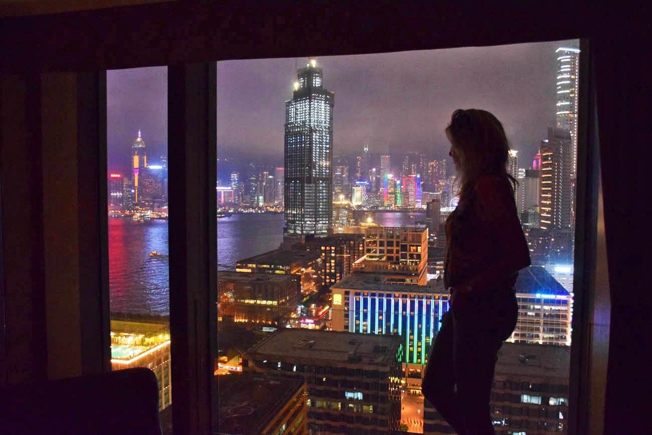 Baaaaita vista da janela do nosso quarto no Hotel ICON Hong Kong
