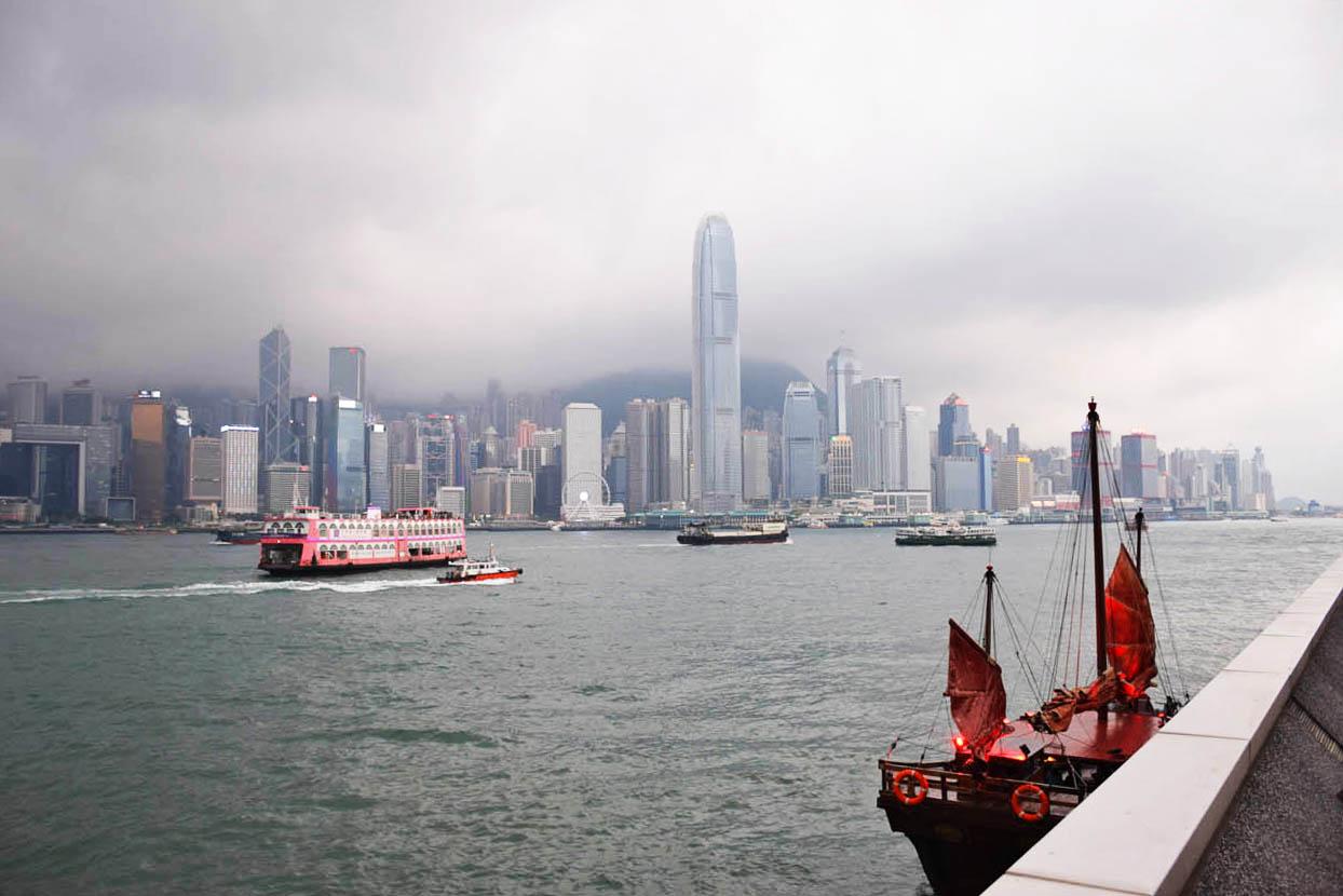 Victoria Harbour em Kowloon, com vista para Hong Kong Island