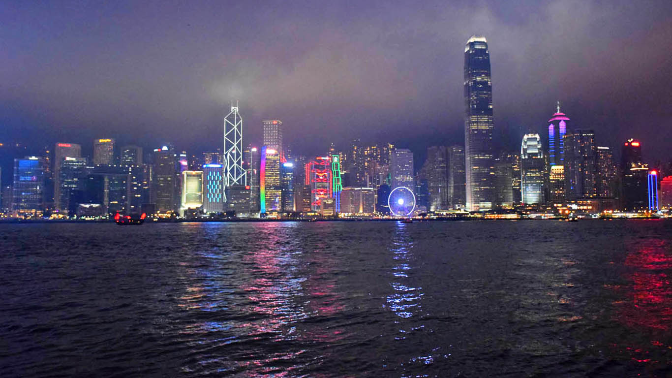 Skyline de Hong Kong, visto do Victoria Harbour, em Kowloon