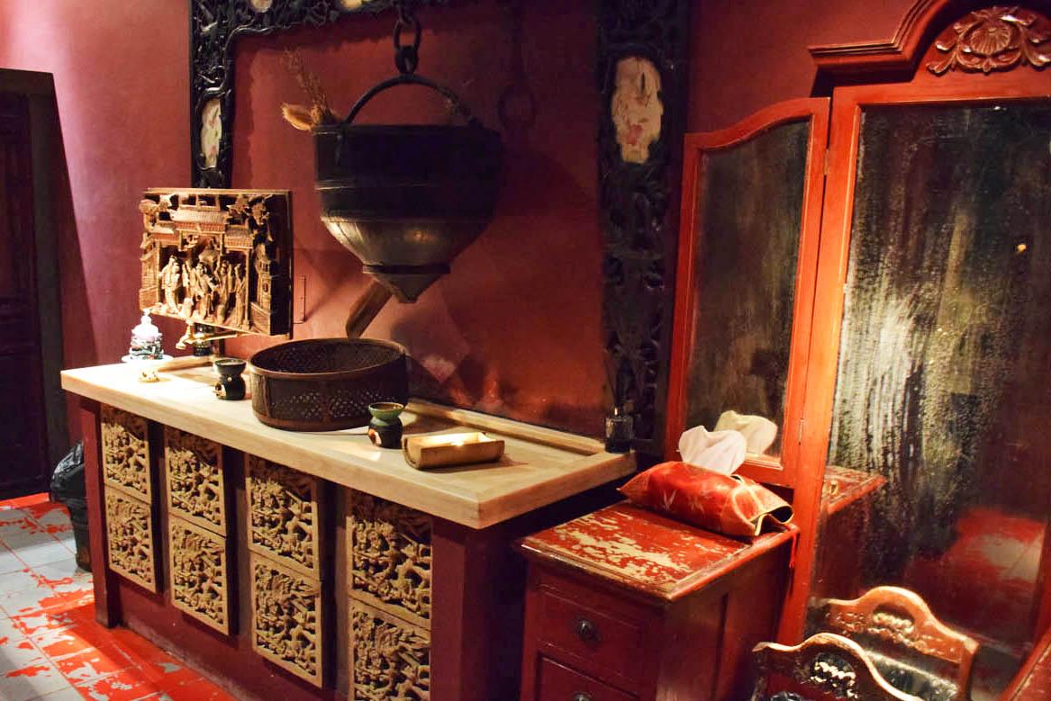 Até mesmo a decoração do banheiro é linda! Restaurante Hutong, Hong Kong
