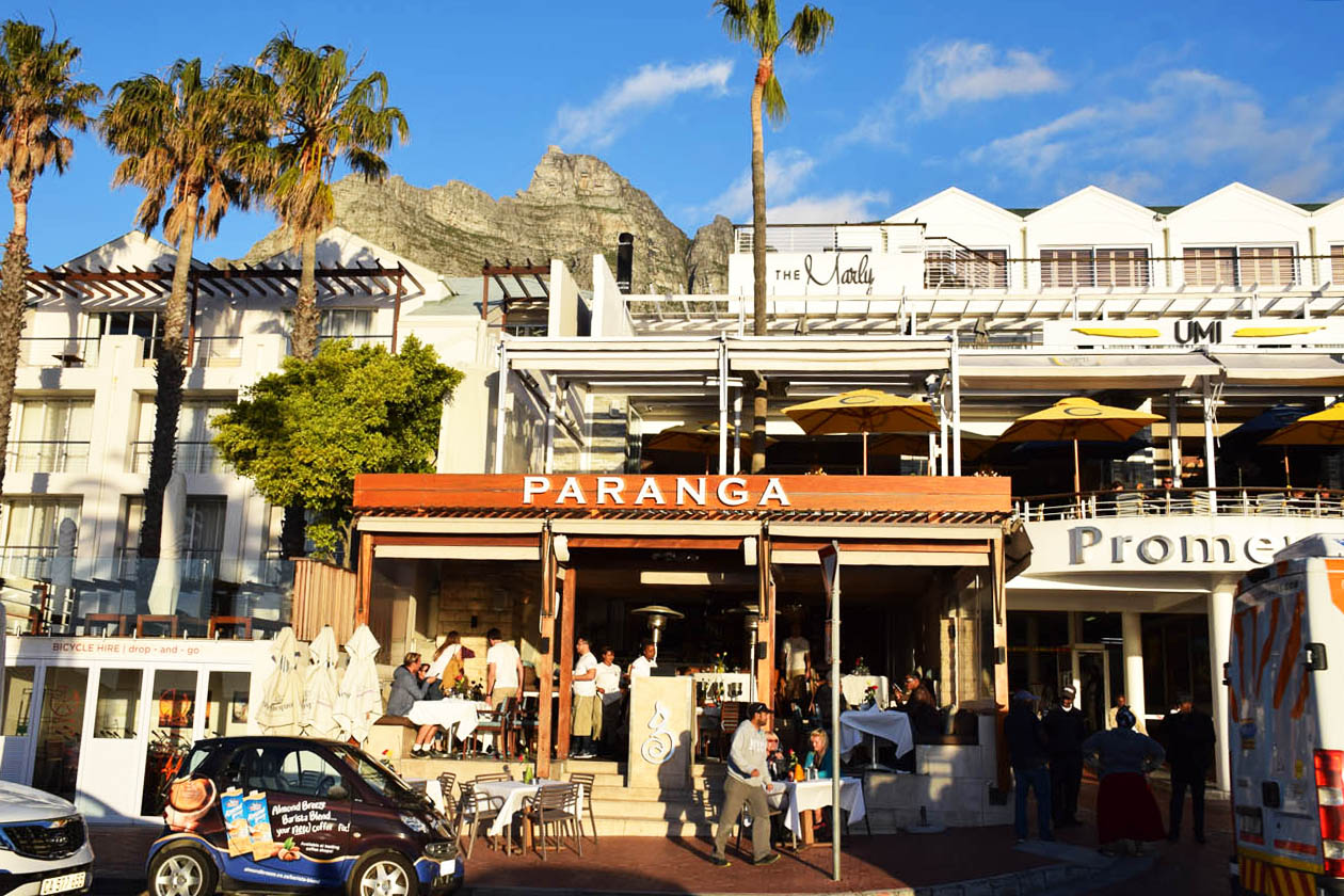 Restaurante Paranga, na orla da praia Camps Bay, na Cidade do Cabo