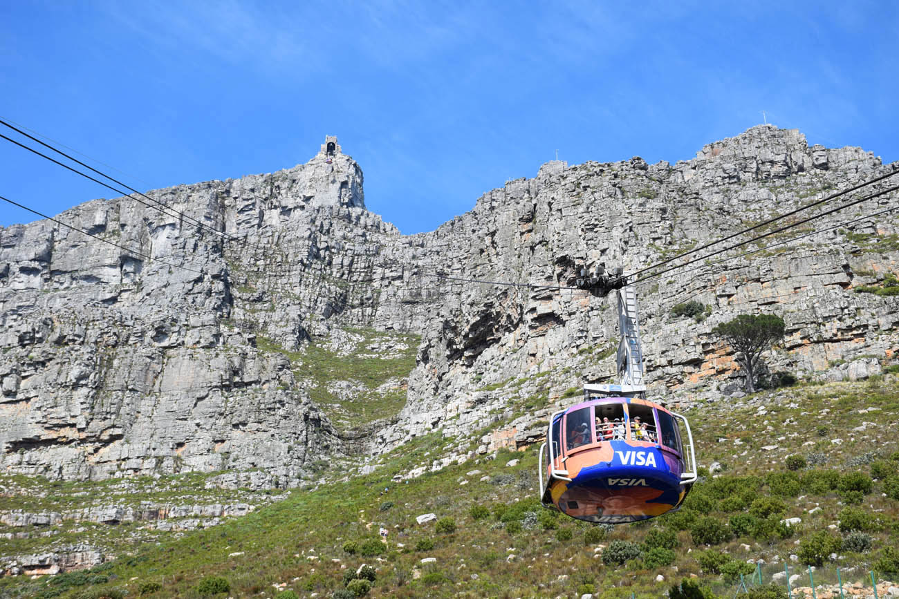 Subindo na Table Mountain de bondinho (Cable Car) - Cidade do Cabo