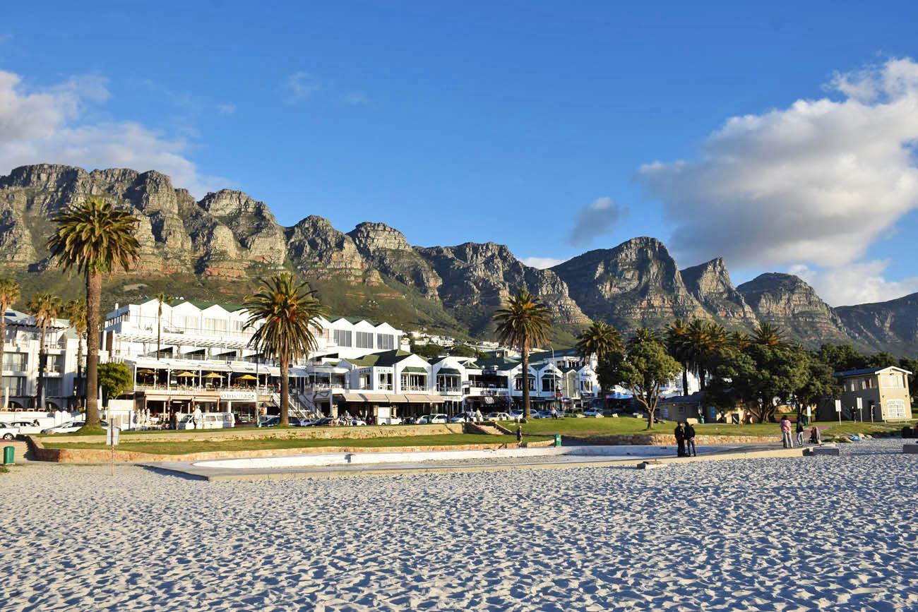 A praia Camps Bay e os Doze Apóstolos