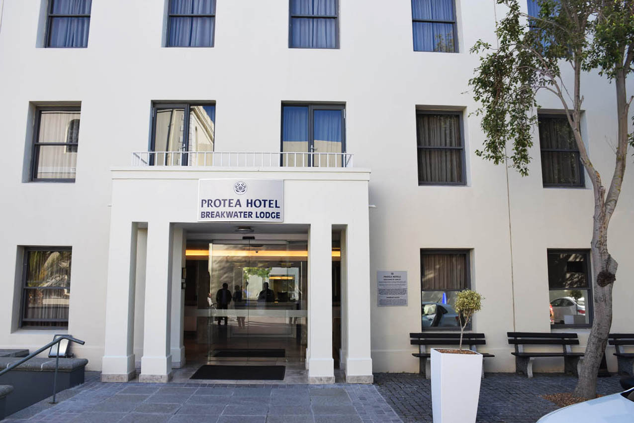 Entrada do hotel Protea Breakwater Lodge no Waterfront de Cape Town