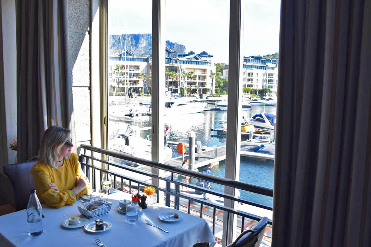 Olha a Table Mountain ali! SIGNAL Restaurant no hotel Cape Grace -