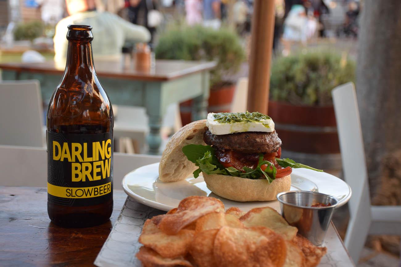 Burger e cerveja local | Vovo Telo