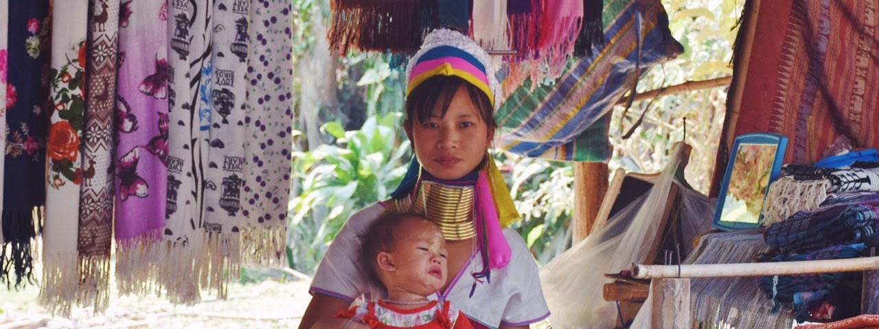 Mulher da tribo Karen Padong (a tribo das mulheres-girafa) | Créditos: Lala Rebelo