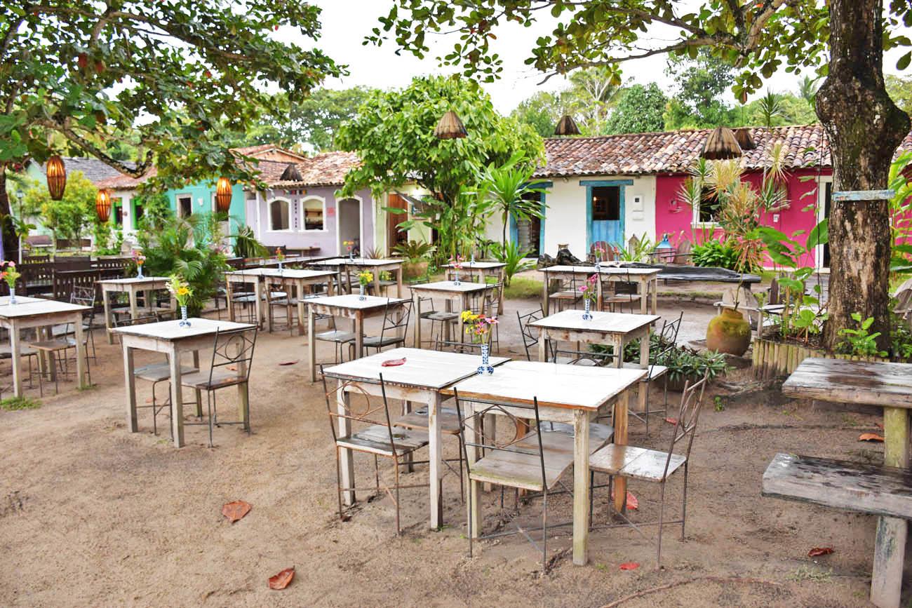 Um dos restaurantes fofos e rústicos do Quadrado de Trancoso | Créditos: Lala Rebelo