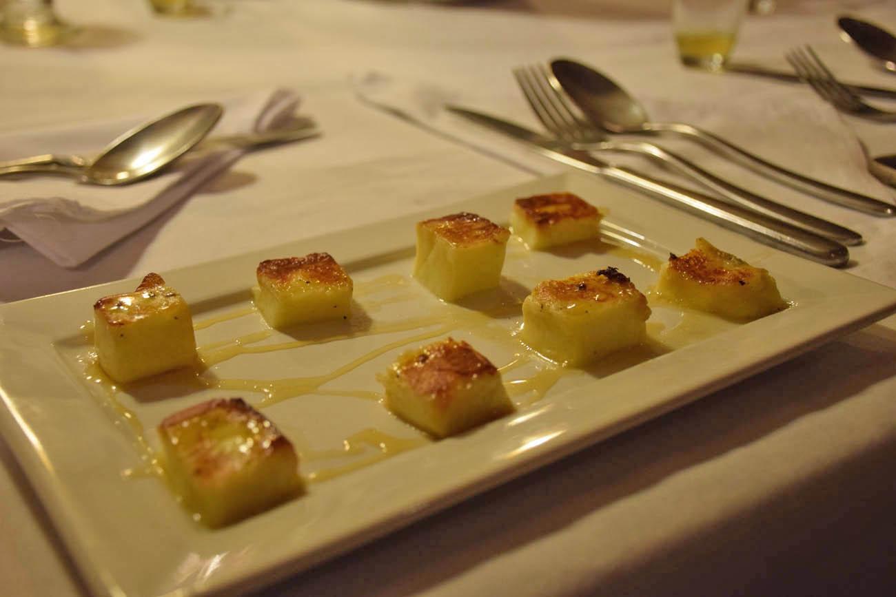 Dadinhos de queijo coalho com melaço do Cantinho Doce - Quadrado - Trancoso Moqueca de camarão do Cantinho Doce de Trancoso | Créditos: Lala Rebelo