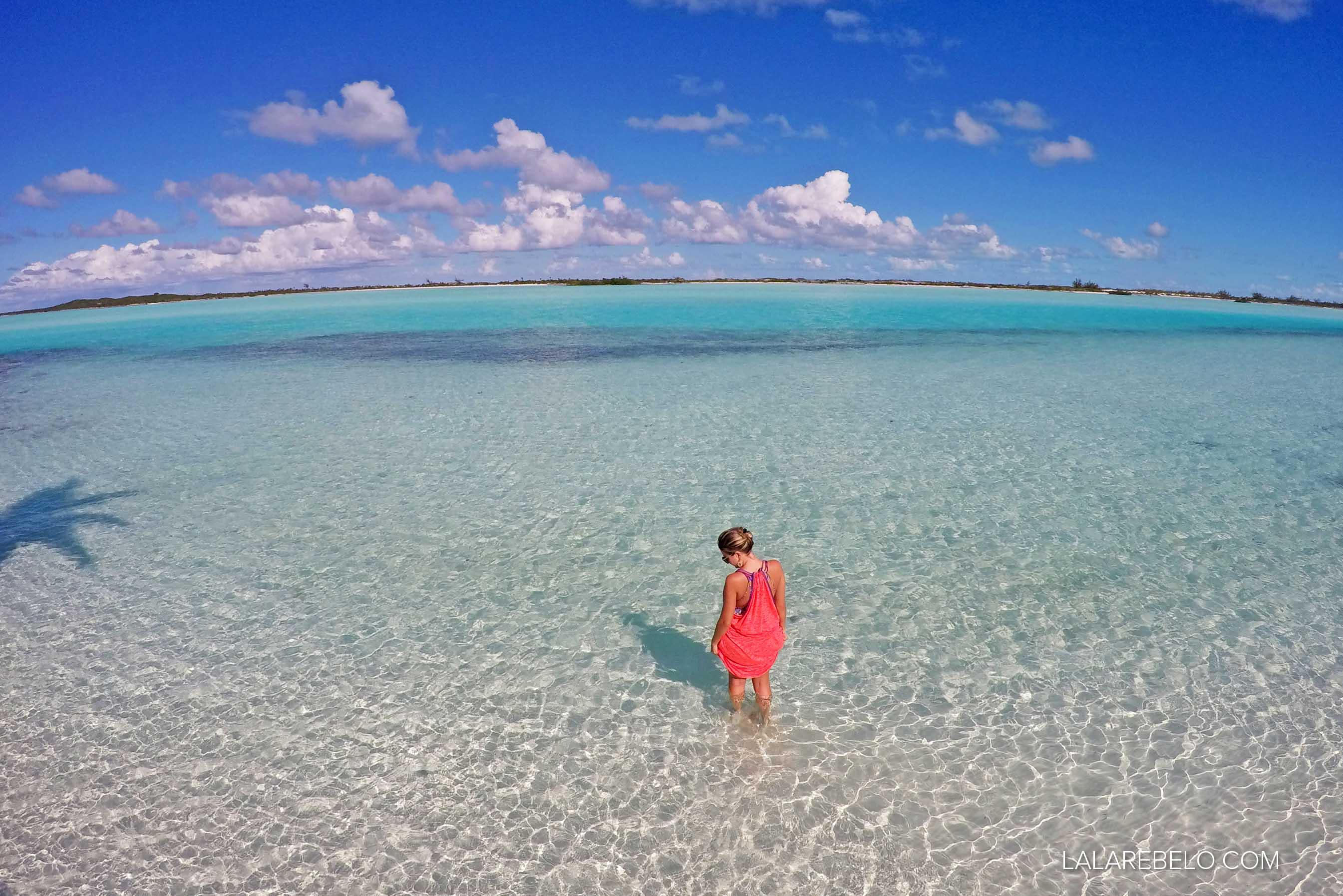 Praia que fica ao lado do Haulover Bay Bar and Grill - Rolle Town - Great Exuma - Bahamas