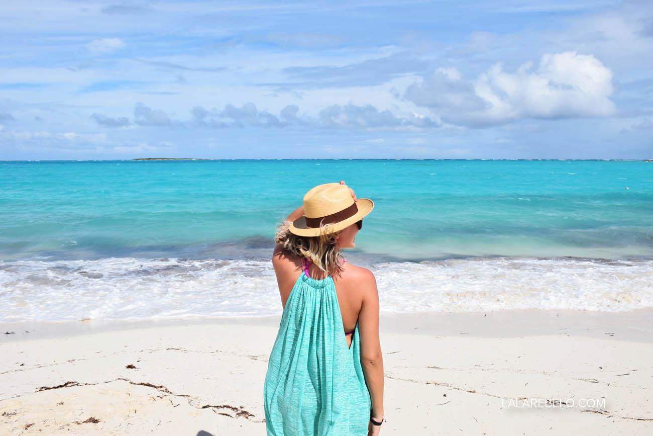 Praia em frente ao Hotel Paradise Bay em Great Exuma - Bahamas | Flamingo Bay
