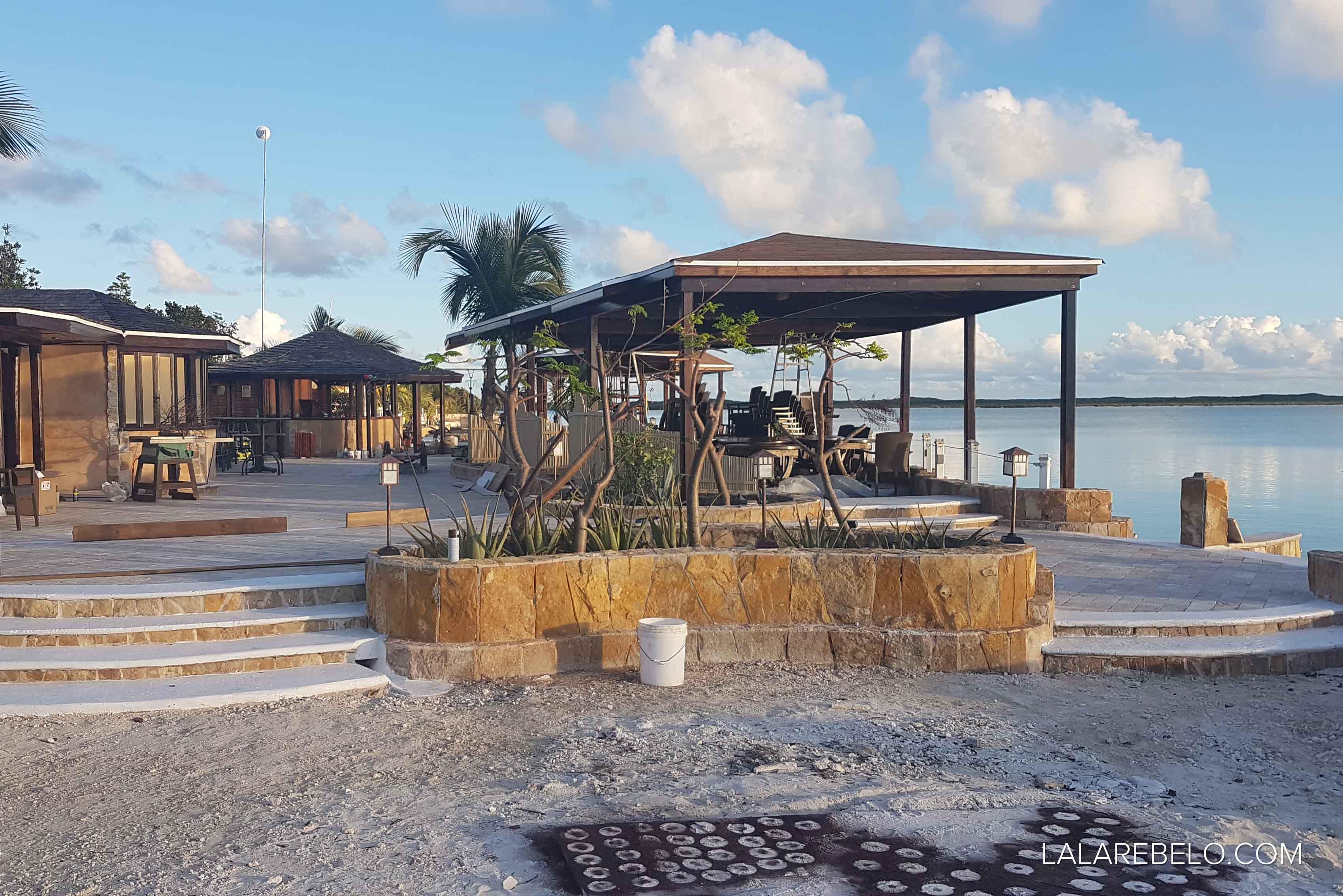 Catch a Fire Sunset Bar em obras - Great Exuma - Bahamas