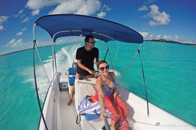 Explorando a Stocking Island com nosso barquinho alugado - Exuma - Bahamas
