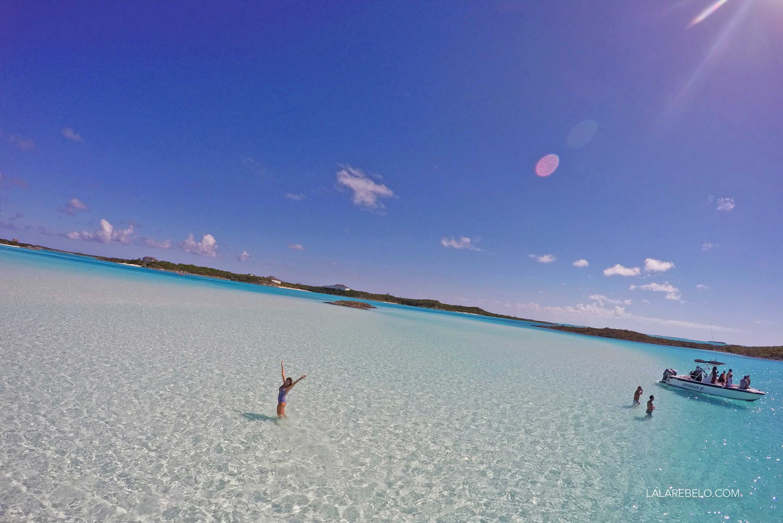 Dias ensolarados em Exuma, Bahamas! Foto nos famosos sandbars (bancos de areia).