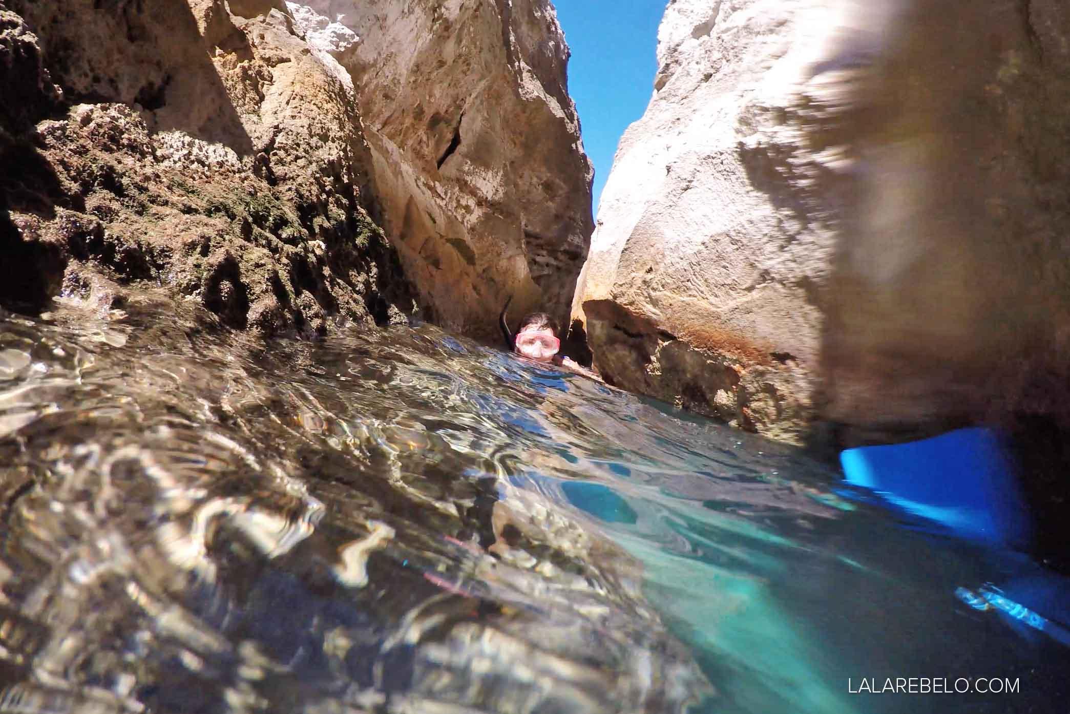 Entrando na caverna... Apertadinho!!! Thunderball Grotto - Exuma - Bahamas