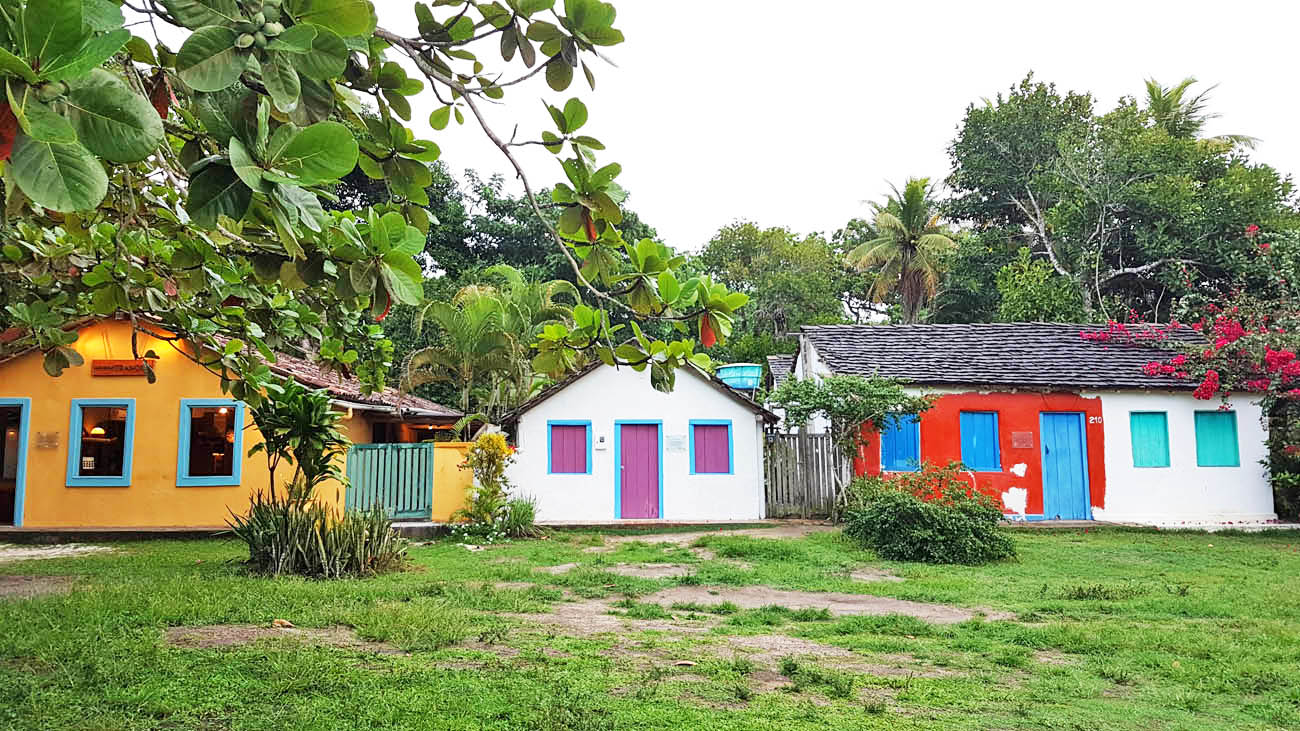 Casinhas coloridas no Quadrado de Trancoso | Créditos: Lala Rebelo