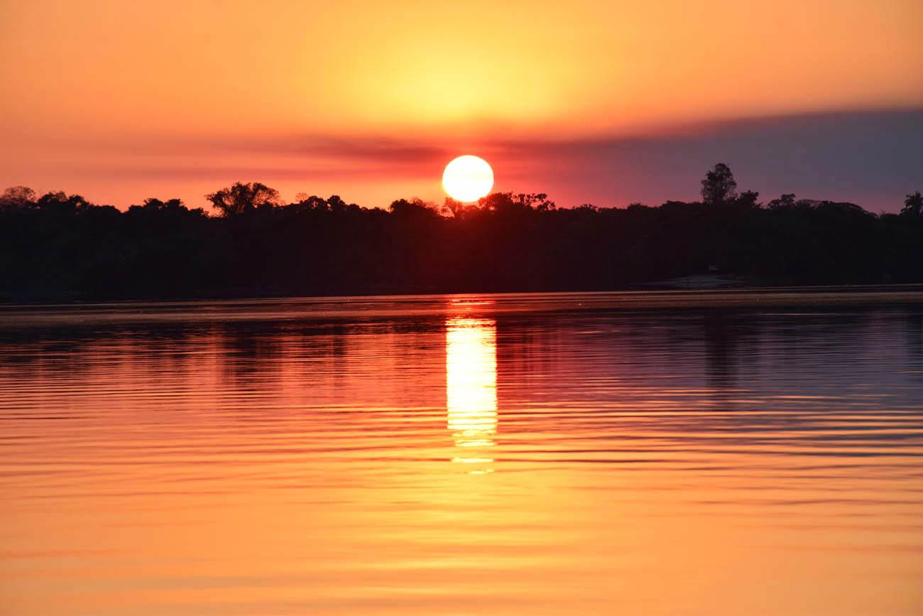 Pôr do sol no Rio Teles Pires, na Floresta Amazônica