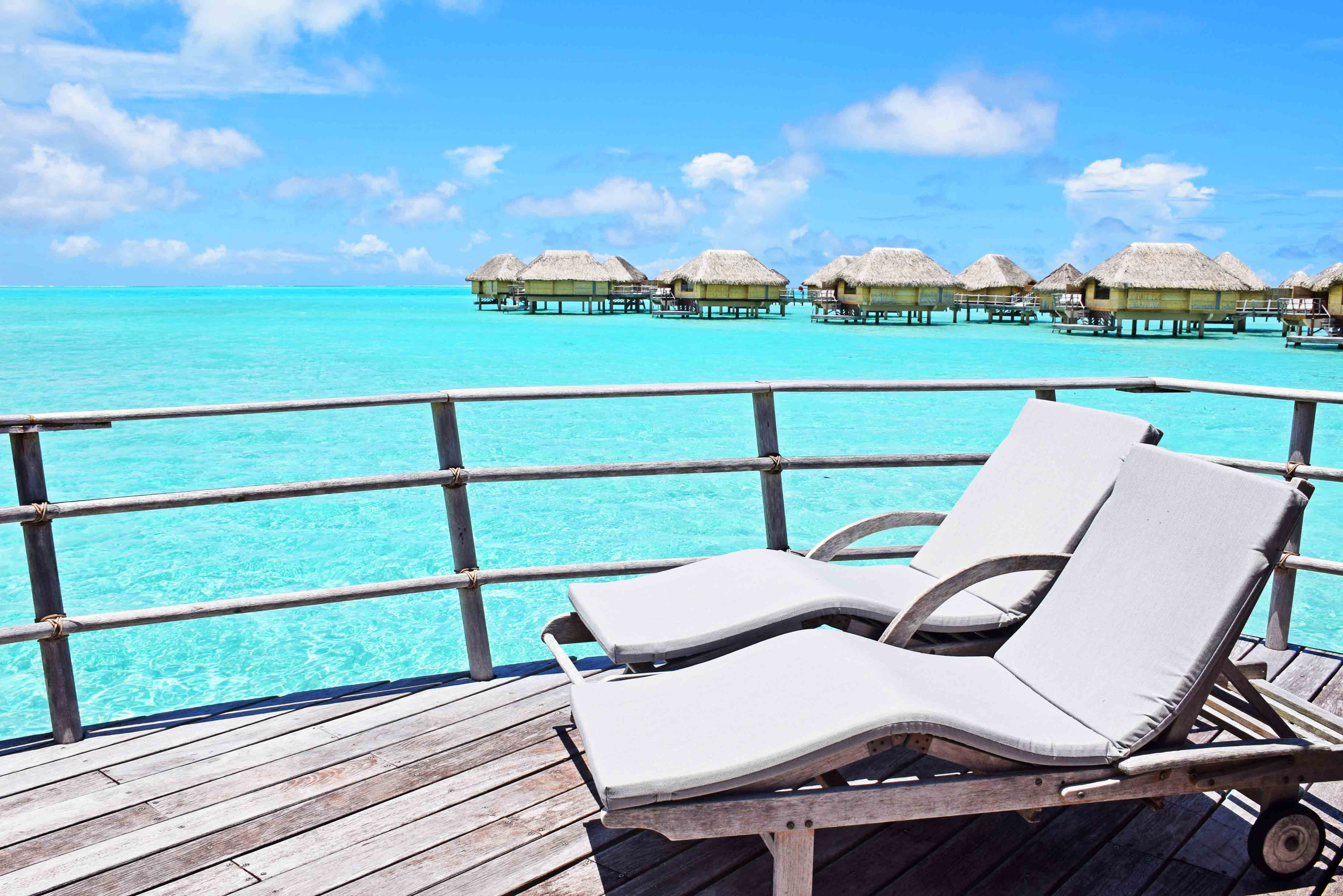 Terraço do bangalô no Le Taha'a Island Resort, na Polinésia Francesa | foto: Lala Rebelo