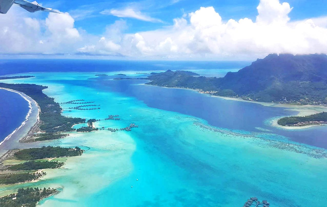 Vendo Bora Bora de dentro do avião da Air Tahiti