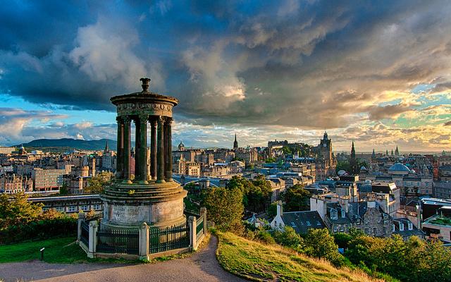 Calton Hill em Edimburgo, Escócia | foto:
