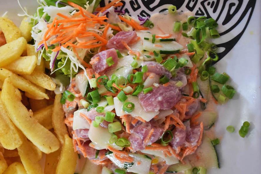 Prato mais típico: peixe cru com suco de limão e leite de coco