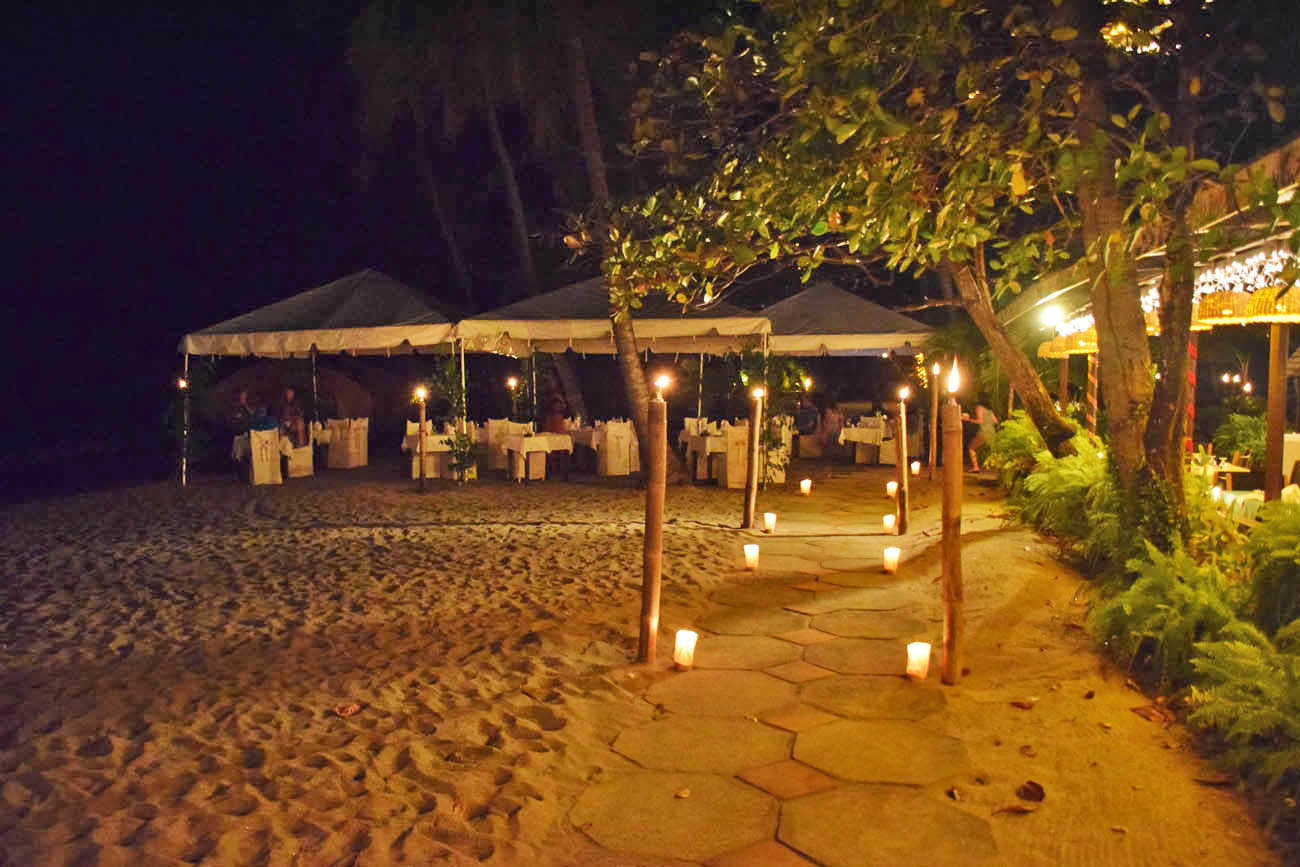 Um dos restaurantes do hotel Anse Chastanet, na praia | foto: Lala Rebelo