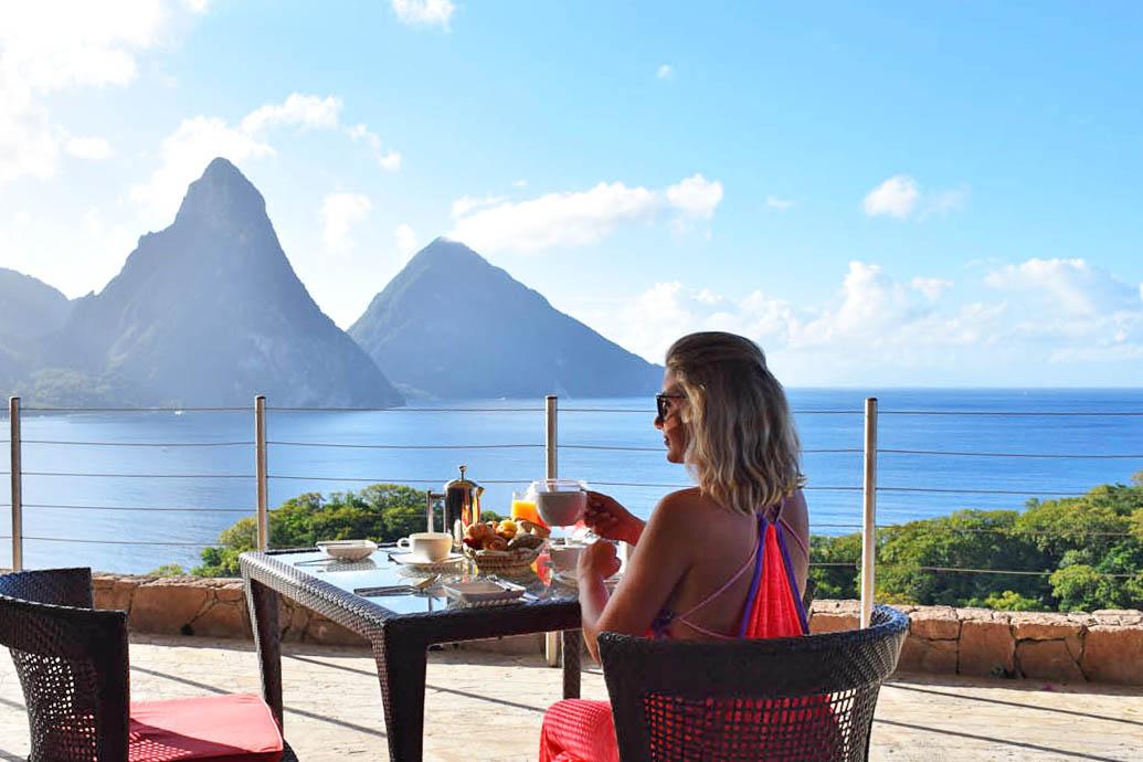 Tomando café da manhã no Jade Mountain, com vista para os Pitons de St Lucia | foto: Lala Rebelo