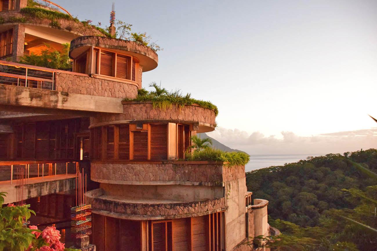 Edifício do hotel Jade Mountain, em St Lucia | foto: Lala Rebelo