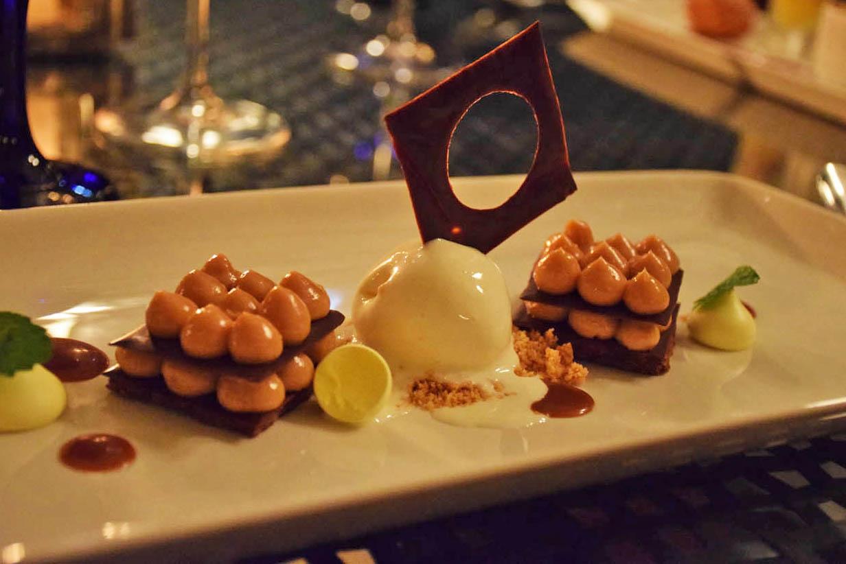 Sobremesa do jantar do Jade Mountain Club - Mil folhas de chocolate e caramelo com sorvete de canela | foto: Lala Rebelo