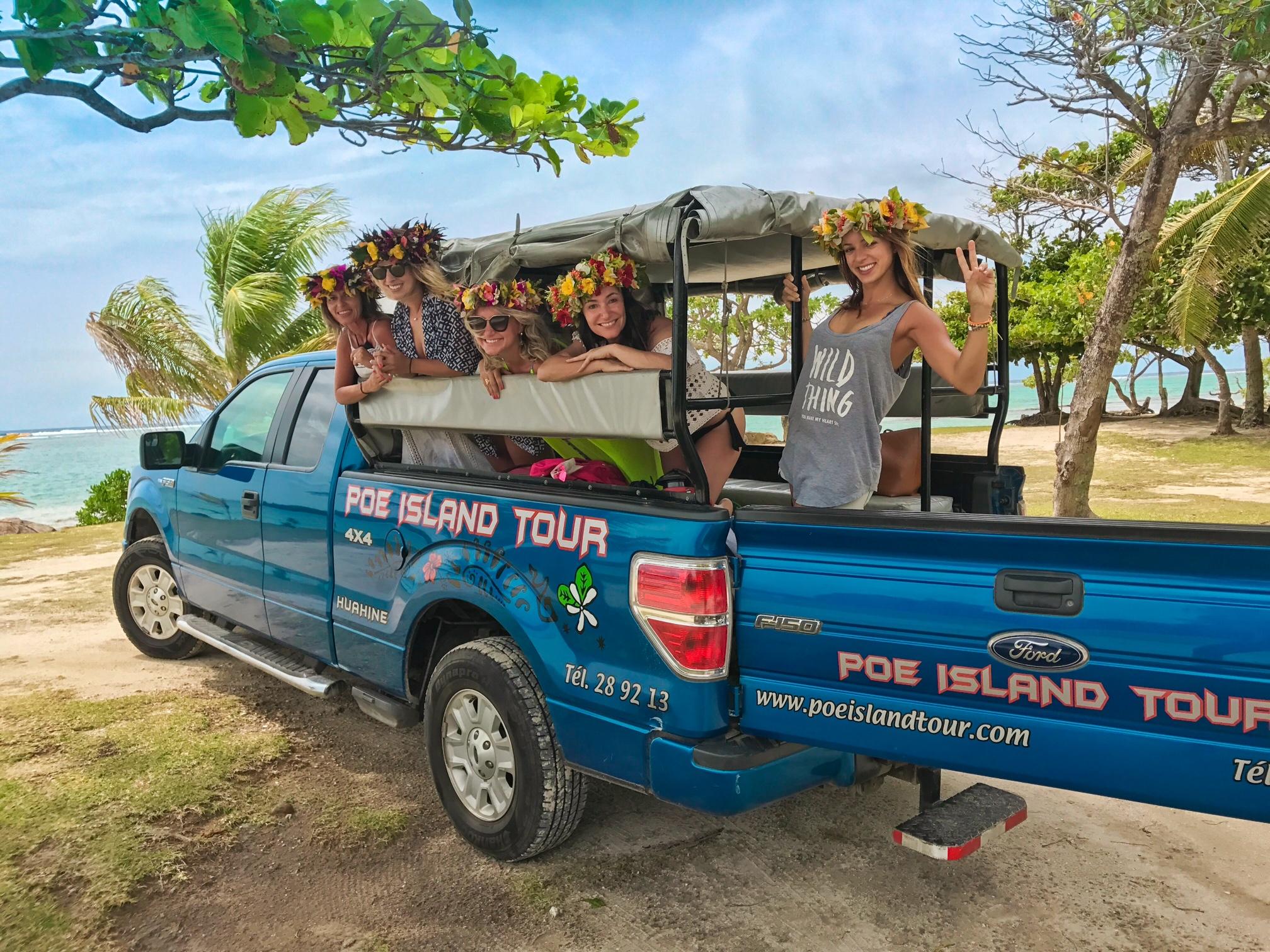 Na camionete da Poe Island Tour (Poetaina), conhecendo a ilha de Huahine