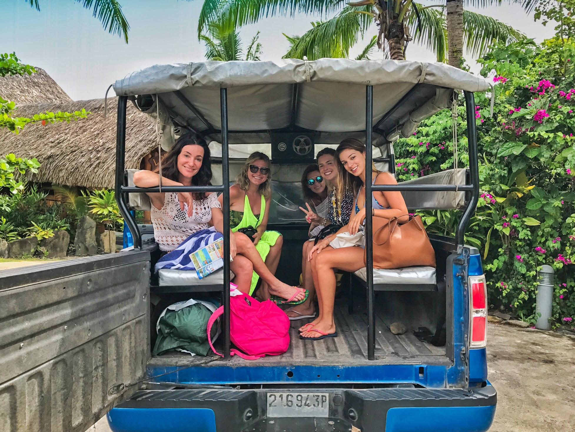 De camionete 4x4, fazendo tour pela ilha de Huahine, com a Poe Island Tour