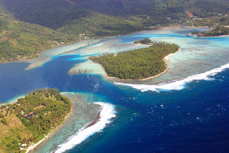 Um dos motus em frente a ilha de Huahine | foto: © TAHITI TOURISME – Lucien Pesquie