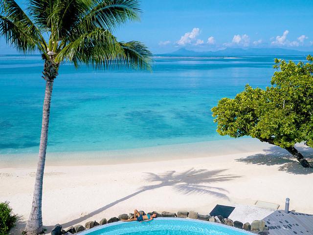 A praia em que o hotel Maitai Lapita Village está localizado, em Huahine | foto: divulgação